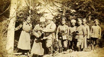 563. Російські офіцери в лісі біля Заліщиків