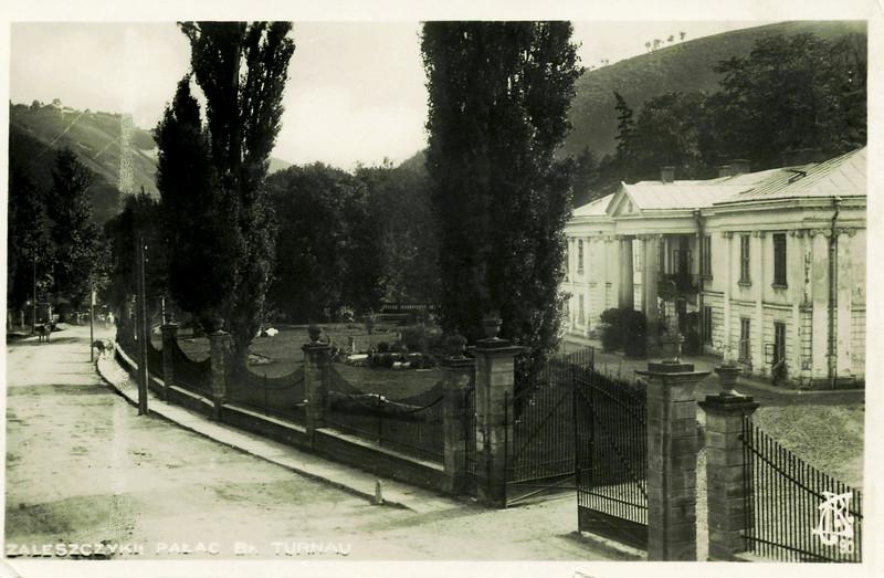227. Вулиця біля палацу Бруніцьких.