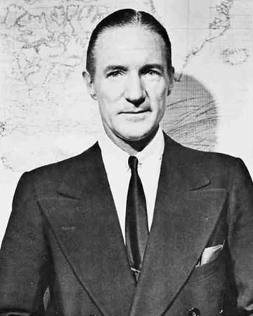 194. А. Дж. Декель Бідль - американський посол в Польщі