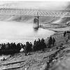 564. Посадка полонених для переправи через Дністер, 1915 рік