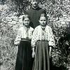 163. Отець Іван Чукур з дітьми першопричасниками, 1935 рік