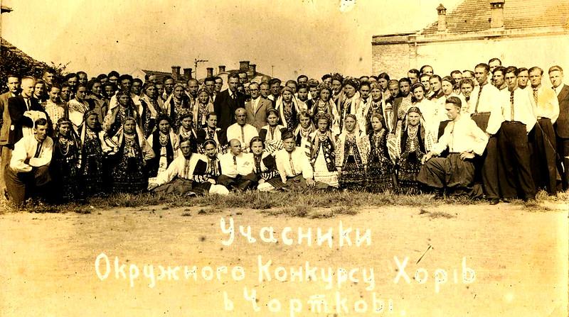 288. Заліщицькі хористи серед учасників окружного конкурсу хорів в Чорткові, 1942 рік
