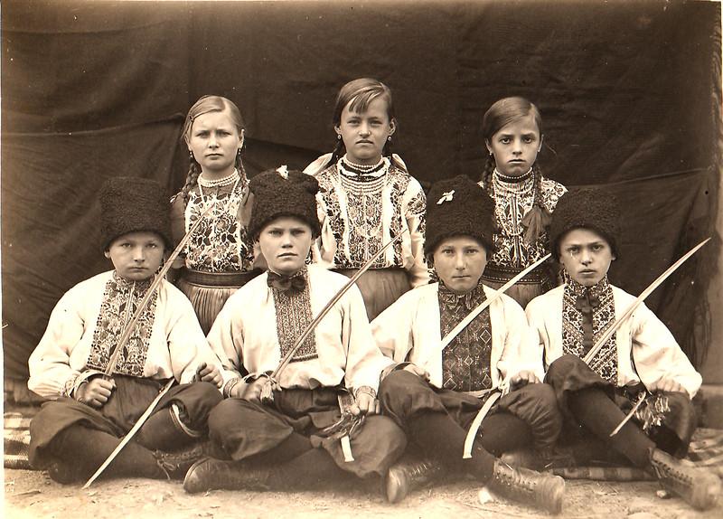 145. Малі козаки і козачки з Заліщик