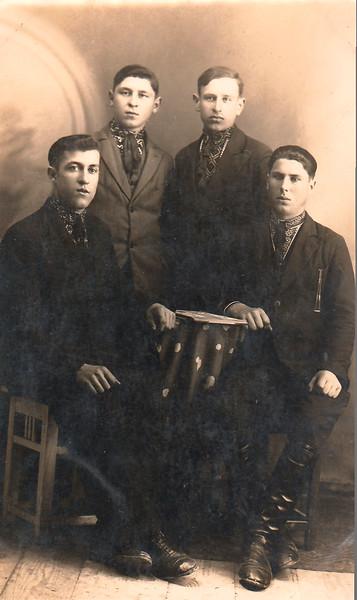 150.  Українська молодь 30-х років