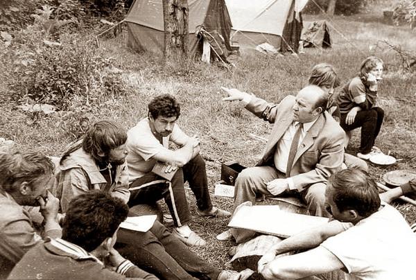 452. В. Г. Дрозд – голова міськради з учасниками екологічної експедиції, 1988 рік