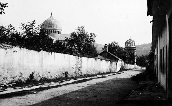 159. Вид на церкву Святої Трійці з недобудованою дзвіницею