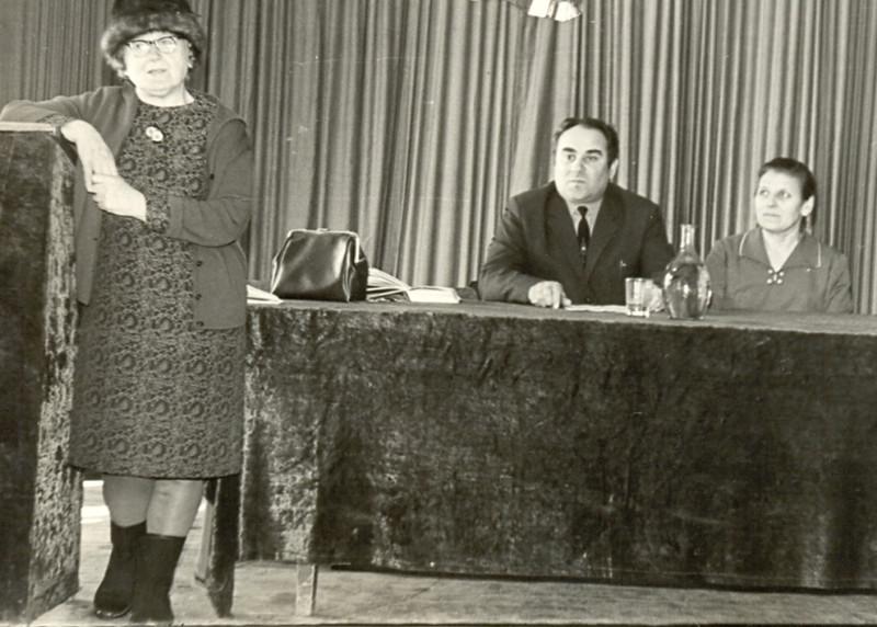 473. Письменниця І. Вільде виступає перед учнями технікуму