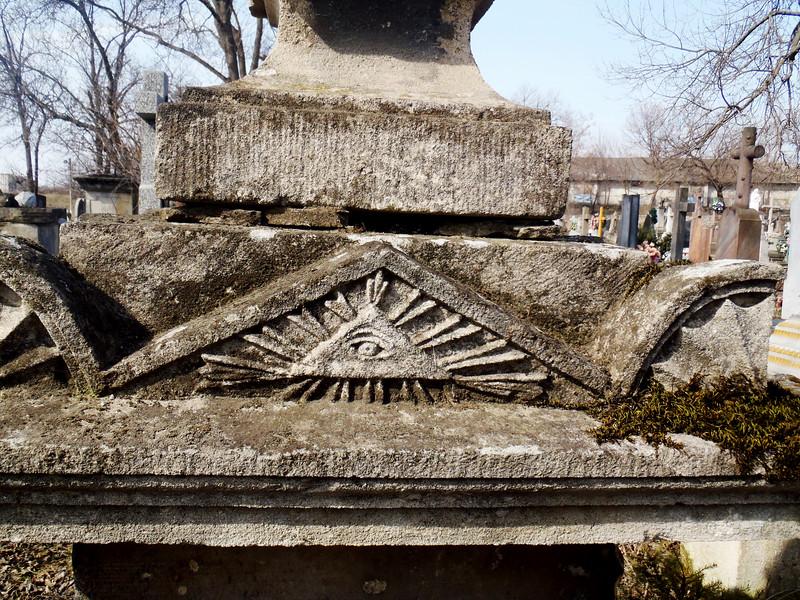 162. Фраґмент пам'ятника на цвинтарі в Заліщиках.