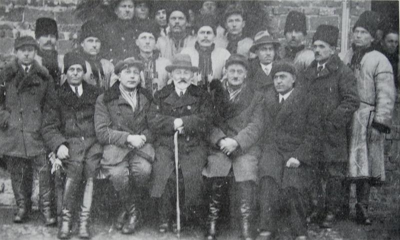 130. Василь  Бараник з активом кооперативного молочарства, 1933 рік
