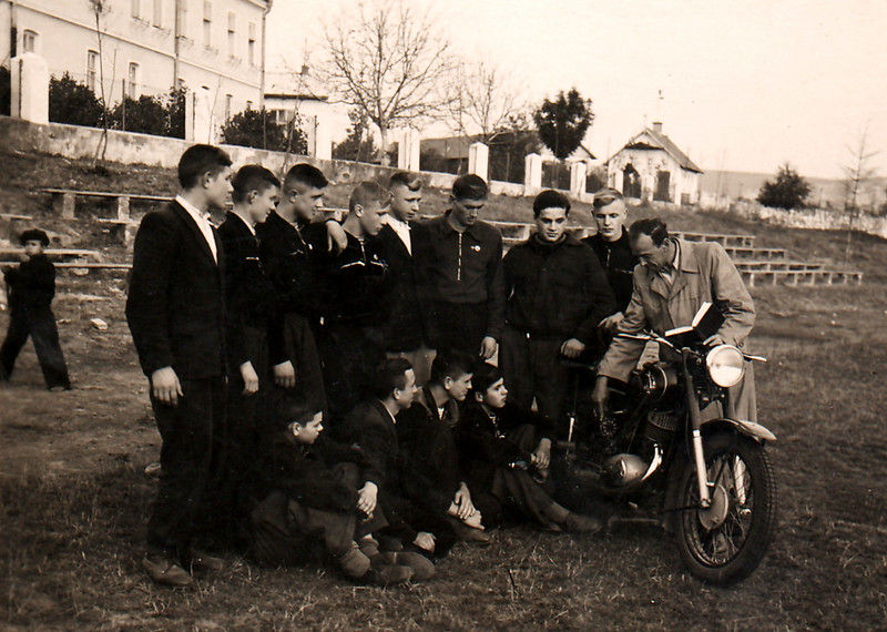 381. Мотоциклетний гурток