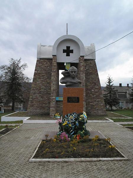 524. Меморіал Борцям за волю України та пам'ятник Степану Бандері.