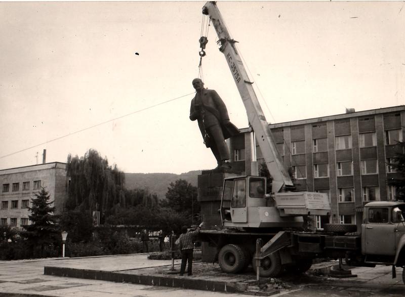 495. Демонтаж пам'ятника Леніну в Заліщиках