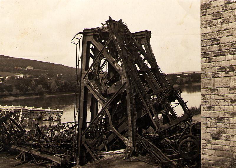 248. Руїни моста