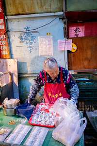 Street market dumpling vendor, Taipei 2019.