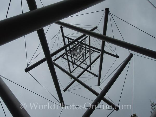 Kroller-Mullen Museum - Kenneth Snelson - Needle tower