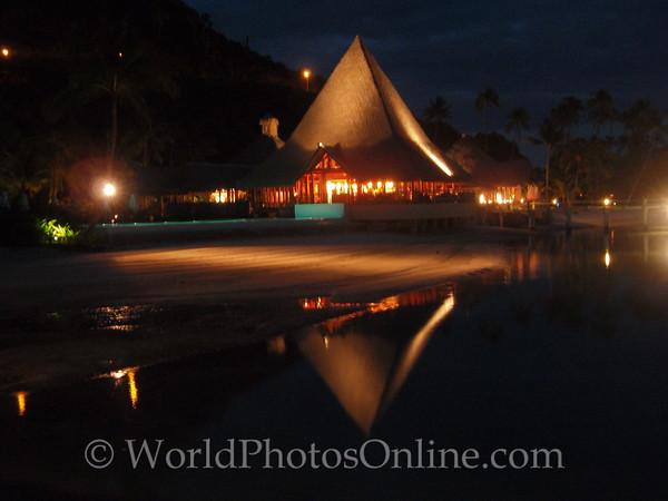 Moorea - Sofitel Resort - Restaurant at night