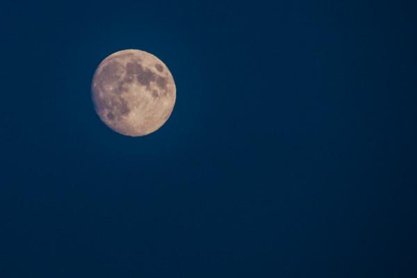 Moon rise, Duluth