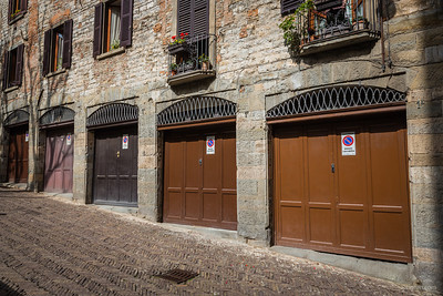 Time has stood still in the old village of Bergamo which makes it a joy to stroll through narrow streets, enjoy street art and good food & wine.