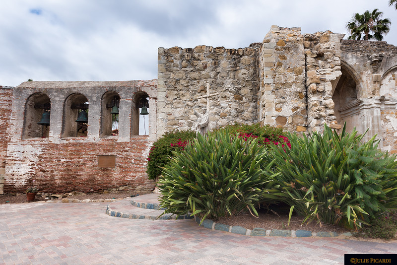 The 4 mission bells on the left were salvaged from the rubble of the earthquakes.