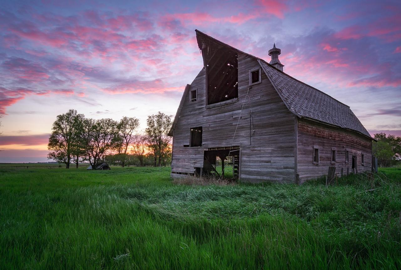 20150529KW_TLYL_South Dakota Abandoned Pole Barn