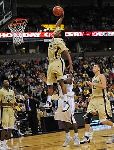Teague dunk
