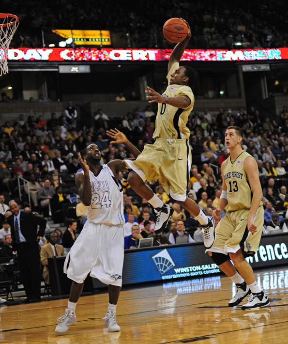Teague dunk 04