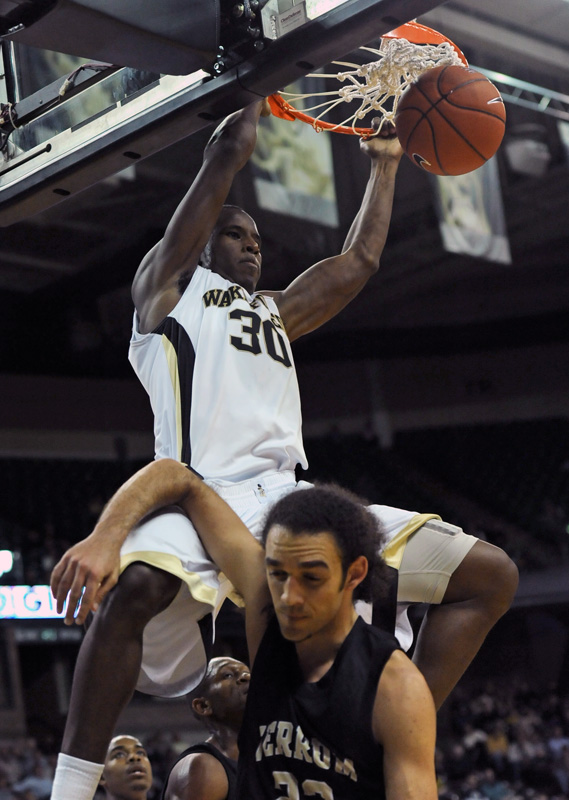 Travis McKie dunk