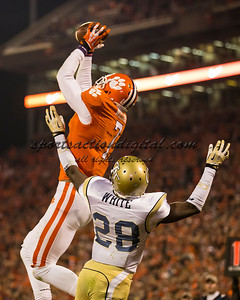 Clemson Tigers wide receiver Mike Williams (7) catches a touchdown pass over Georgia Tech Yellow Jackets cornerback D.J. White (28)