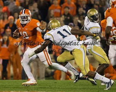 Clemson Tigers quarterback Tajh Boyd (10), Georgia Tech Yellow Jackets linebacker Brandon Watts (11)