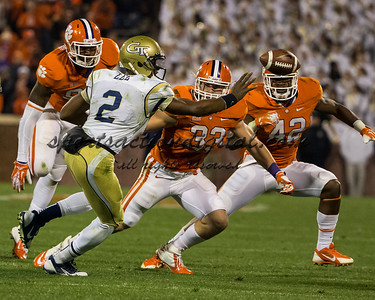 Georgia Tech Yellow Jackets quarterback Vad Lee (2), Clemson Tigers linebacker Spencer Shuey (33), Clemson Tigers linebacker Stephone Anthony (42)