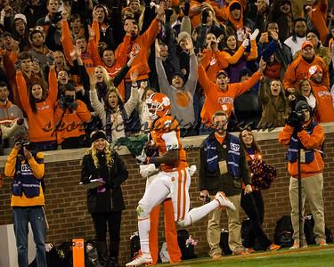 Clemson Tigers wide receiver Martavis Bryant (1) scores a 3rd quarter touchdown