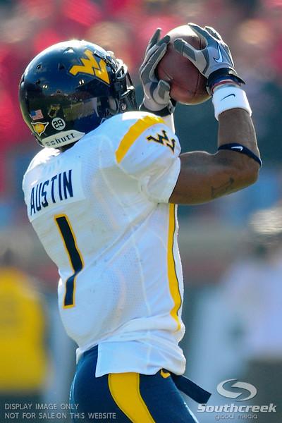 West Virginia Mountaineers wide receiver Tavon Austin (1) makes a catch.  West Virginia Mountaineers leads Louisville Cardinals 14 -10 at the half PaPa Johns Cardinal Stadium Louisville, Kentucky.