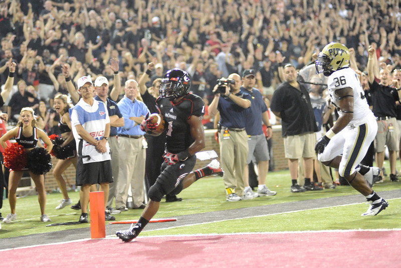 Cincinnati Bearcats running back Ralph Abernathy (1) with a touchdown in the second half.  Cincinnati Bearcats defeated Pittsburgh Panthers 34-10 at Nippert Stadium in Cincinnati, Ohio.