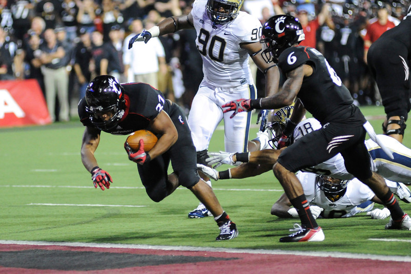 Cincinnati Bearcats running back George Winn (32) scores a touchdown in the second half.  Cincinnati Bearcats defeated Pittsburgh Panthers 34-10 at Nippert Stadium in Cincinnati, Ohio.