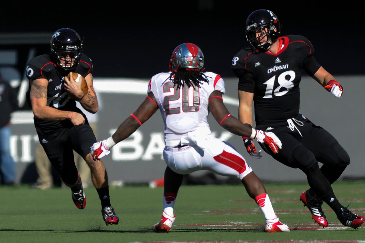 Cincinnati Bearcats quarterback Bennie Coney (10) during the game.  Rutgers Scarlet Knights lead Cincinnati Bearcats (7-0) at the half at Nippert Stadium in Cincinnati, Ohio.