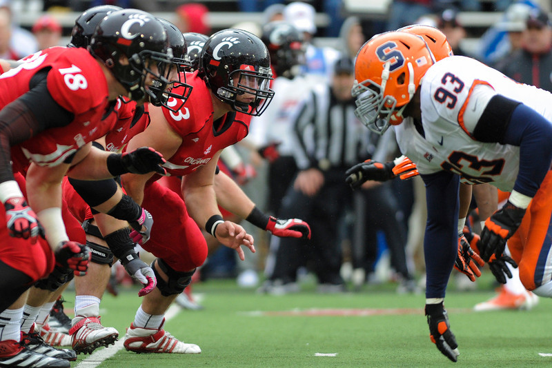 Cincinnati Bearcats defeated Syracuse Orange (35-24) at Nippert Stadium in Cincinnati, Ohio.