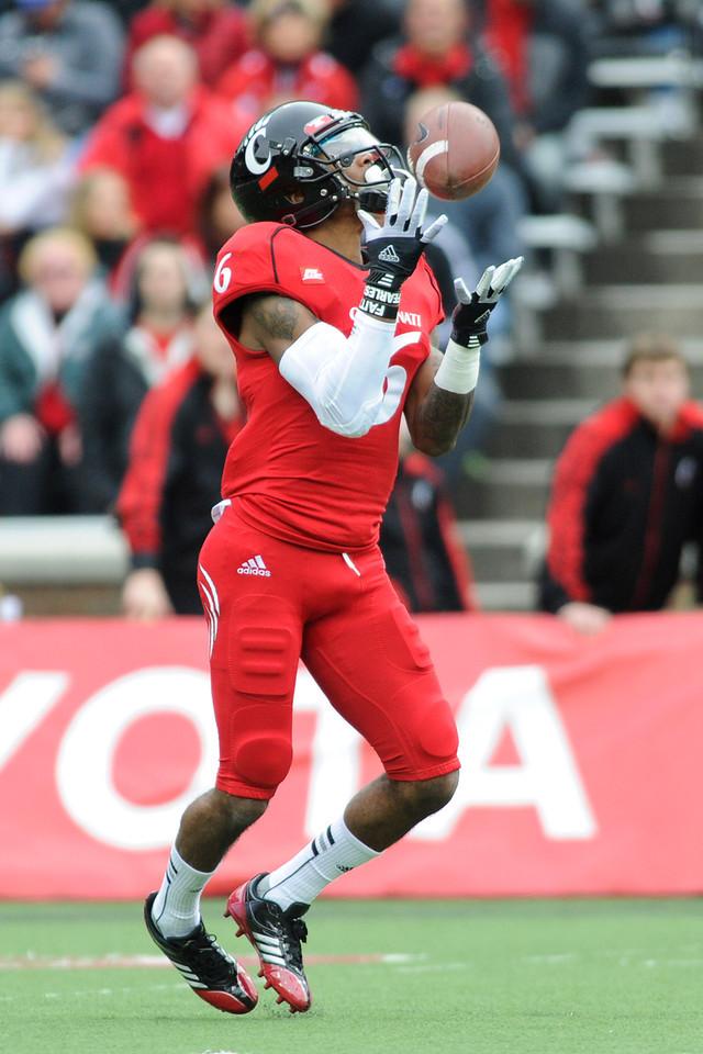 Cincinnati Bearcats wide receiver Anthony McClung (6) during the game.  Cincinnati Bearcats defeated Syracuse Orange (35-24) at Nippert Stadium in Cincinnati, Ohio.
