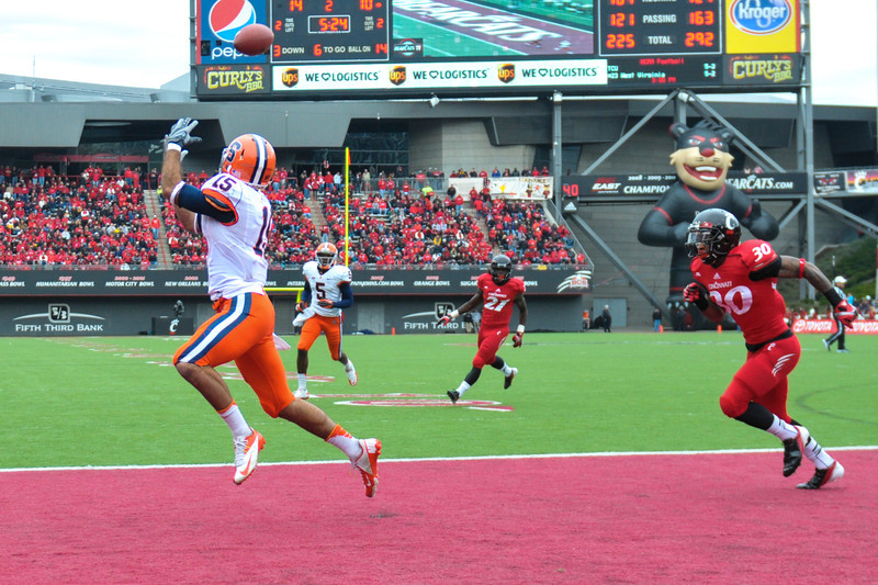 Syracuse Orange wide receiver Alec Lemon (15) with a touchdown during the game.  Syracuse Orange lead Cincinnati Bearcats (17-14) at the half at Nippert Stadium in Cincinnati, Ohio.