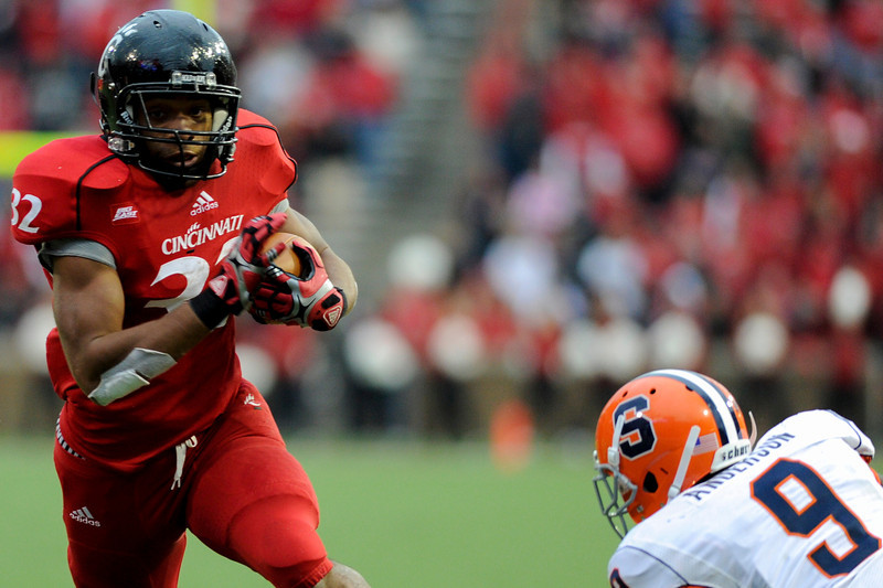 Cincinnati Bearcats running back George Winn (32) during the game.  Cincinnati Bearcats defeated Syracuse Orange (35-24) at Nippert Stadium in Cincinnati, Ohio.