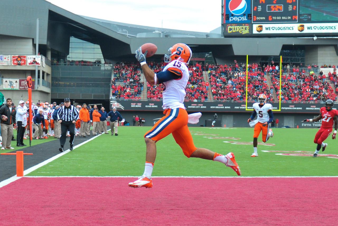 Syracuse Orange wide receiver Alec Lemon (15) with a touchdown during the game.  Syracuse Orange lead Cincinnati Bearcats (17-14) at the half at Nippert Stadium in Cincinnati, Ohio.