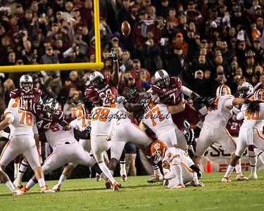 Clemson takes kicks a field goal.