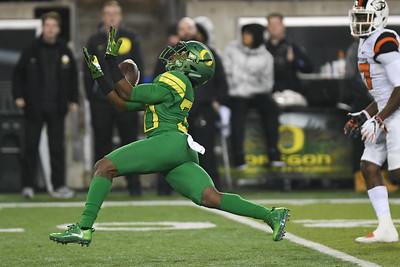 Oregon receiver Jaylon Redd hauls in a 49-yard first half catch from Justin Herbert Saturday in the Civil War game.