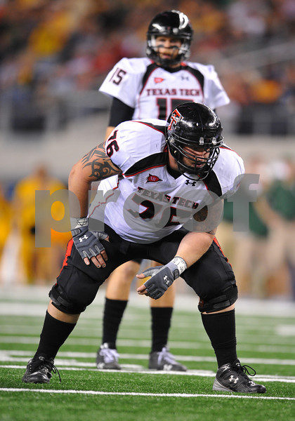 November 28th, 2009:  <br /> Texas Tech offensive lineman Brandon Carter #76 in action during a NCAA Football game between the Baylor Bears and theTexas Tech Red Raiders at Cowboy Stadium in Arlington, TX.  <br /> Texas Tech wins 20-13.