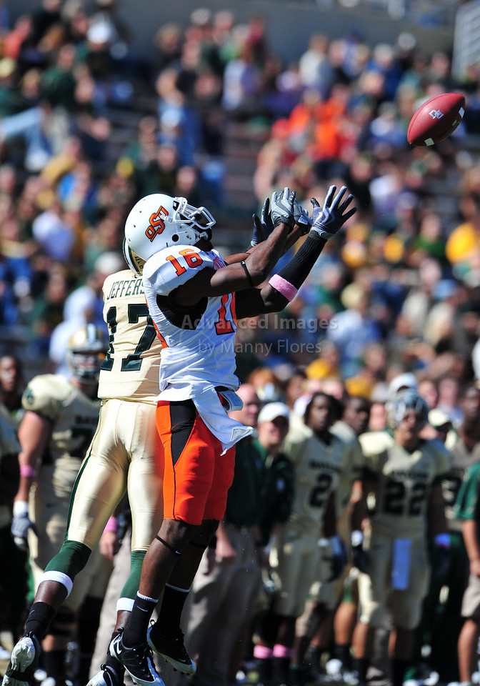 October 24th, 2009:  <br /> Baylor wide receiver Willie Jefferson #17 & Oklahoma State cornerback Jarod Fields #17 in action during a NCAA Football game between the Oklahoma State Cowboys and Baylor Bears at Floyd Casey  Stadium in Waco, TX.  <br /> Oklahoma State wins 34-7.