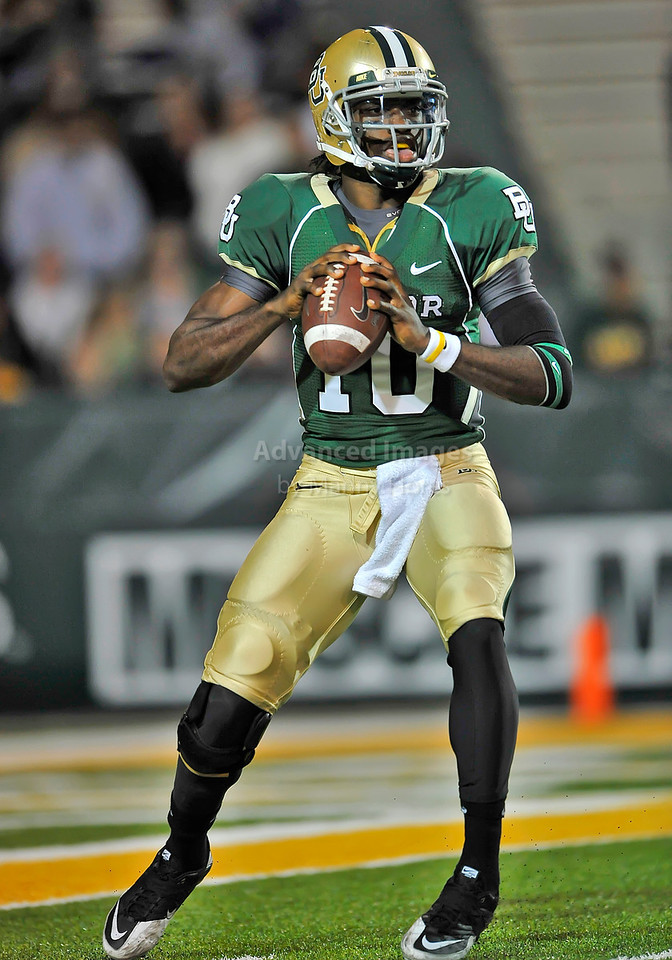 20 Nov 2010:  <br /> Baylor Bears quarterback Robert Griffin III #10 passes the ball<br /> of their NCAA football game between the Oklahoma Sooners and the Baylor Bears at Floyd Casey Stadium in Waco, Texas.<br /> Oklahoma wins 53-24.