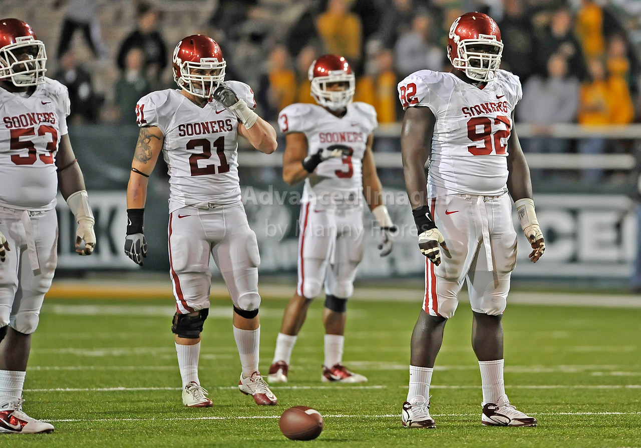NOV 20 2010:  <br /> Oklahoma Sooners linebacker Tom Wort #21 andOklahoma Sooners defensive tackle Stacy McGee #92 prepares for the offense <br /> in a game between Oklahoma Sooners and the Baylor Bears at Floyd Casey Stadium in Waco, Texas.<br /> Oklahoma wins 53-24. <br /> (Credit Image: © Manny Flores/Cal Sport Media)