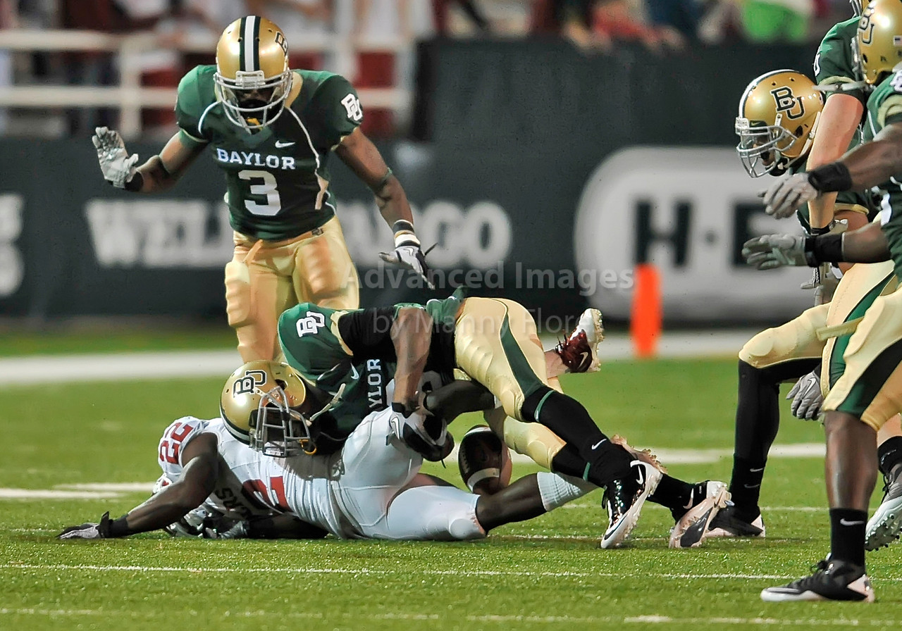 NOV 20 2010:  <br /> Oklahoma Sooners running back Roy Finch #22 gets a concussion on this play as he is met helmet to helmet by Baylor Bears safety Ahmad Dixon #6 in a game between Oklahoma Sooners and the Baylor Bears at Floyd Casey Stadium in Waco, Texas.<br /> Oklahoma wins 53-24. <br /> (Credit Image: © Manny Flores/Cal Sport Media)