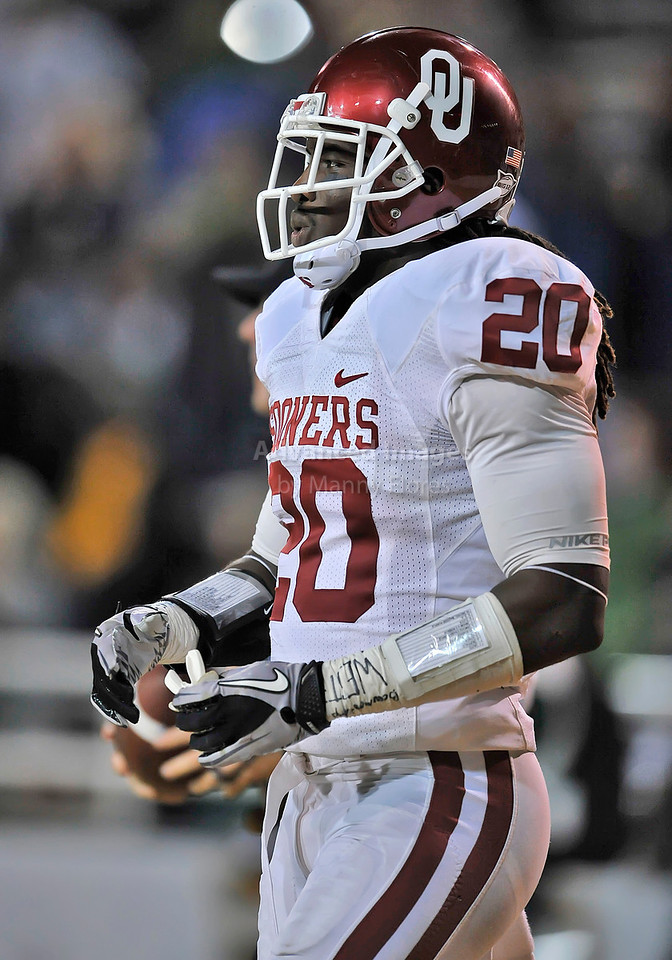 20 Nov 2010:  <br /> Oklahoma Sooners cornerback Quinton Carter #20 in action of their NCAA football game between the Oklahoma Sooners and the Baylor Bears at Floyd Casey Stadium in Waco, Texas.<br /> Oklahoma wins 53-24.
