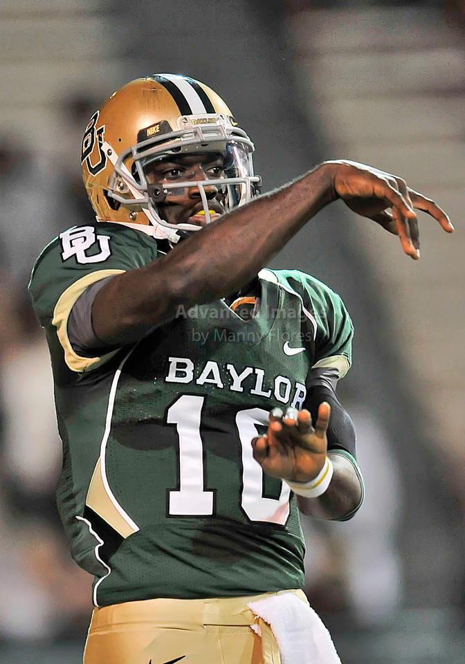 NOV 20 2010:  <br /> Baylor Bears quarterback Robert Griffin III #10 looks down field to pass the ball in a game between Oklahoma Sooners and the Baylor Bears at Floyd Casey Stadium in Waco, Texas.<br /> Oklahoma wins 53-24. <br /> (Credit Image: © Manny Flores/Cal Sport Media)