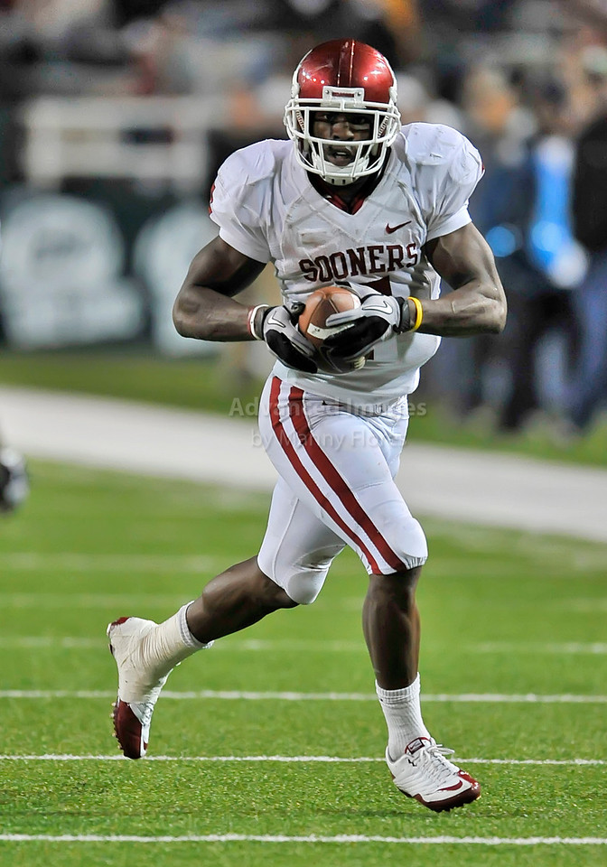 20 Nov 2010:  <br /> Oklahoma Sooners running back DeMarco Murray #7 carries the ball<br /> of their NCAA football game between the Oklahoma Sooners and the Baylor Bears at Floyd Casey Stadium in Waco, Texas.<br /> Oklahoma wins 53-24.